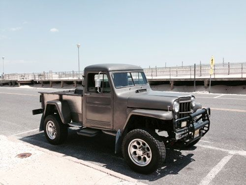 The 25 best jeep truck ideas on pinterest jeep willys for Garage jeep poitiers