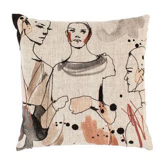 Det trendiga och konstnärliga Fashion kuddfodral från Dixie är designat av formgivaren Cecilia Lundgren, som är känd för sin enkla stil, starka färger och kontrastrika motiv, hennes modeillustrationer visar ofta både styrka och attityd. Detta kuddfodral är tillverkat helt i linne och blir en riktig blickfångare i soffan! Välj mellan olika motiv.