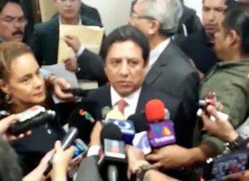 Pedro Tonantzin/Sur Digital  Cuernavaca, Mor.- Diputados federales por Morelos del Partido Revolucionario Institucional (PRI) presentaron una solicitud de juicio político contra el gobernador, Graco Ramírez, por presunta negligencia y