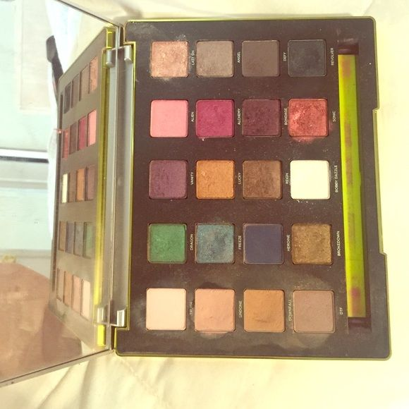 Urban decay vice palatte Worn a few times lightly used almost brand new Urban Decay Makeup Eyeshadow