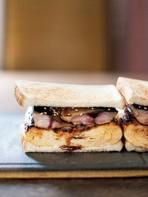 厚焼き卵とサバの照り焼き、八丁味噌のサンドイッチ
