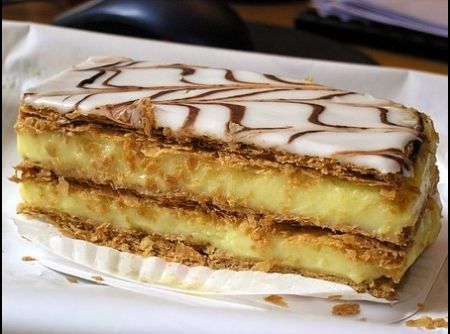 Mil folhas de creme Oh my! Too difficult to make but one of my FAVS!