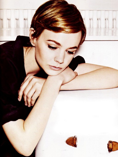 carey mulligan always has amazing hair. No one can quite pull off a pixie like she can. :)