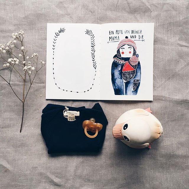 Babystuff👌🏻🐭 Wunderschönes Babybuch von @gretasschwester Ente und Schnuller von @hevea.planet 😻 und der wunderbar weiche Seide/ Baumwolle Body von @minimalisma_com 🐭💕 #miniflamingoshop #conceptstore #onlineshop #shoponline #baby #babystuff #heveaplanet #minimalisma #gretasschwester #onlinekidsconceptstore