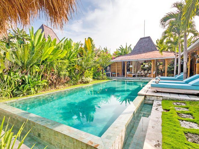 Villa Little Mannao | 4 bedrooms | Kerobokan, Bali | Combine with Villa Mannao to make 12 bedroom rent option #villa #exterior #swimmingpool #bali #holidayvilla