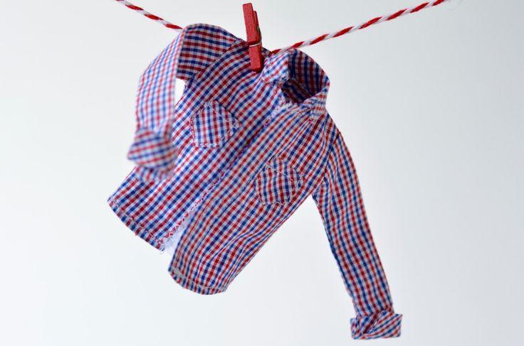 Chemisier à carreaux  pour poupée Momoko ou Barbie Petite, chemise coton à carreaux rouges et bleus, blouse manche longue, haut décontracté de la boutique AtelierRagazza sur Etsy