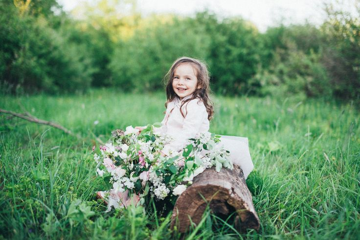 Flower girl | Romantic Ethereal wedding inspiration { Fresh and Subtle Shades } Photography : pshefter.com | read more on fabmood.com #weddinginspiration :