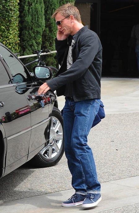 Daniel Craig, quando non veste i panni dell'agente 007 preferisce lo stile casual delle sue Toki.  http://www.aw-lab.com/shop/nike-toki