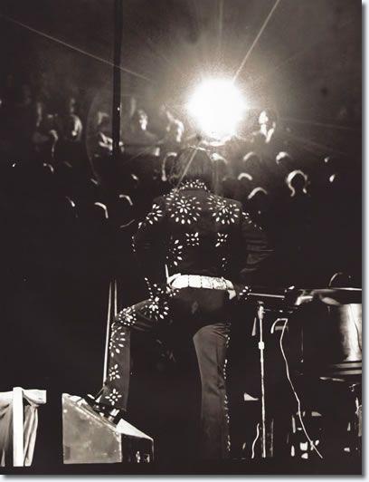 Elvis Presley : Boston Garden : November 10, 1971 (8.30 pm) : Boston, MA. Photo from the book, Elvis : 71 at 40.