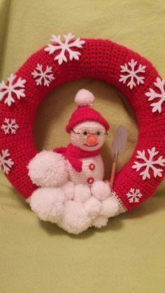 Weihnachtskranz mit Schneemann häkeln                                                                                                                                                     Mehr