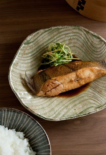 Karei Flatfish Simmered with Soy Sauce, Authentic Japanese Dish at Home|カレイの煮付け