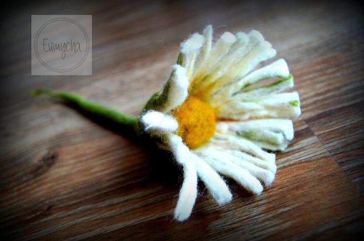 Moja! Filcowana na mokro broszka stokrotka! Wiosna! | Robótkowy Świat Eumychy
