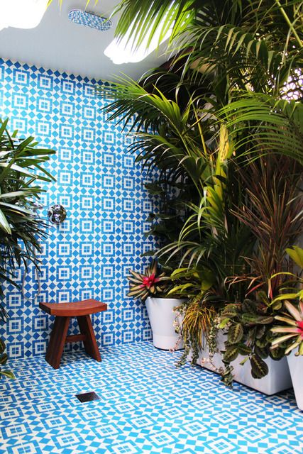 The right way to bathe. BeautyBathroom Design, Long Beach, Blue, Interiors, Outdoor Showers, Tile, Dreams Bathroom, Tropical Plants, Design Bathroom