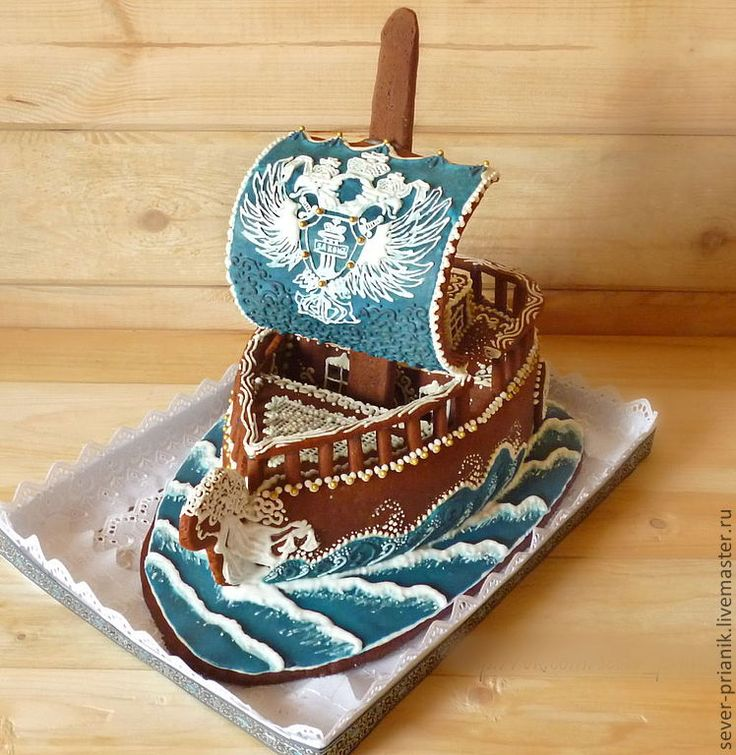 A sailing vessel in gingerbread with beautiful mainsail and pretty bowsprit - another finely piped gingerbread from Russia