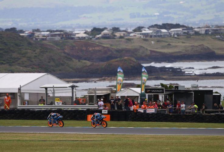Alex Marquez and Rins, Moto3 race, Australian MotoGP 2014