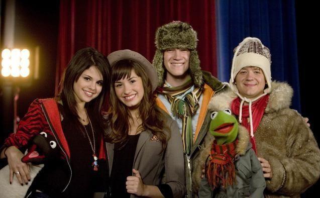 selena gomez selena gomez studio dc almost live | penguin , Selena Gomez, Demi Lovato, Jason Dolley, Kermit the Frog ...