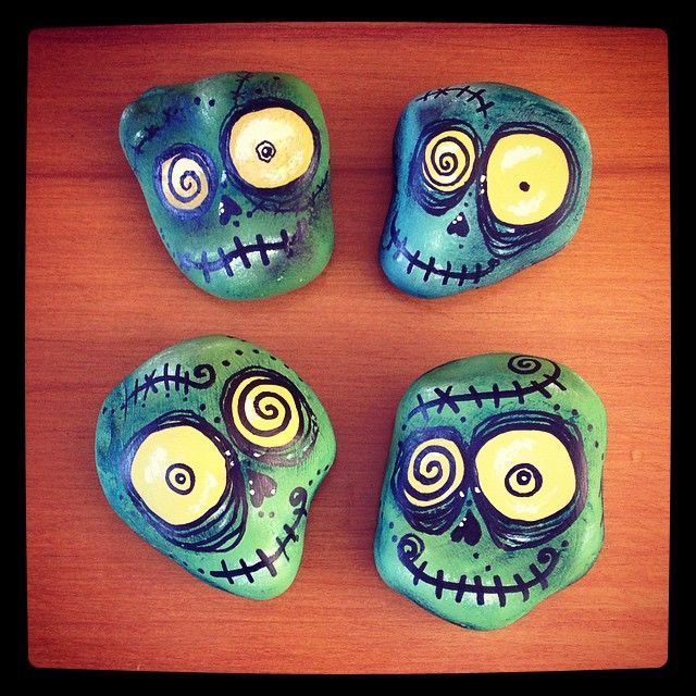 Kooky skulls, rock painting