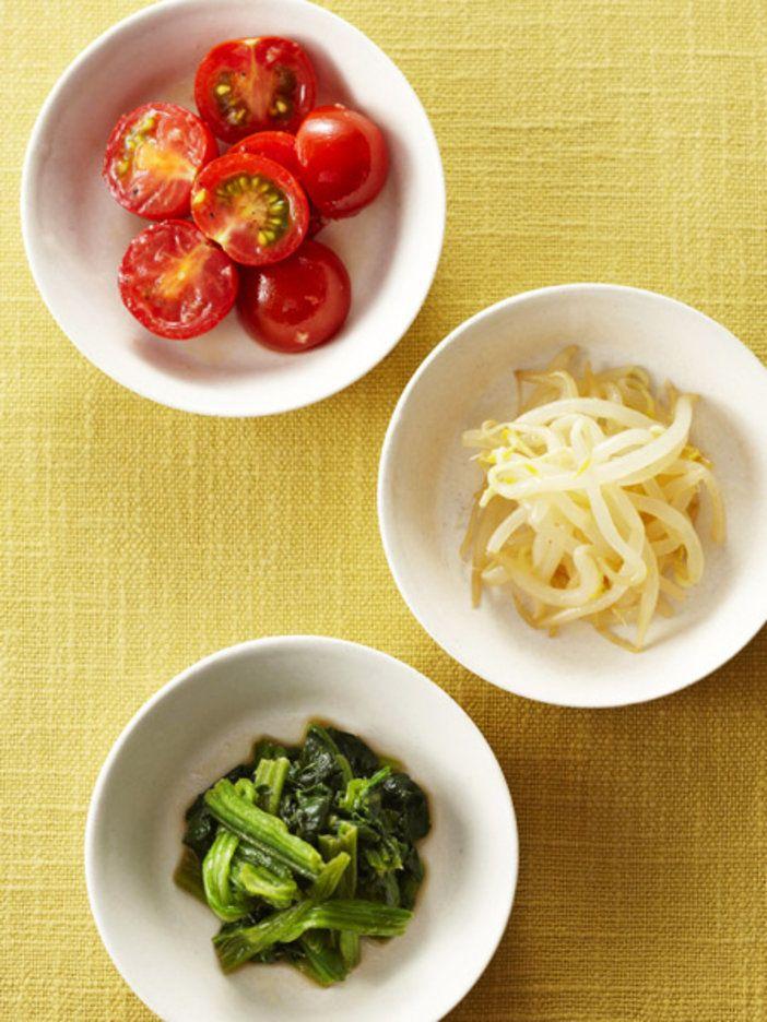 ごま油の代わりに焙煎えごま油を使って、風味豊かな季節野菜のナムルに。しょうがを効かせて夏バテも防止。|『ELLE gourmet(エル・グルメ)』はおしゃれで簡単なレシピが満載!