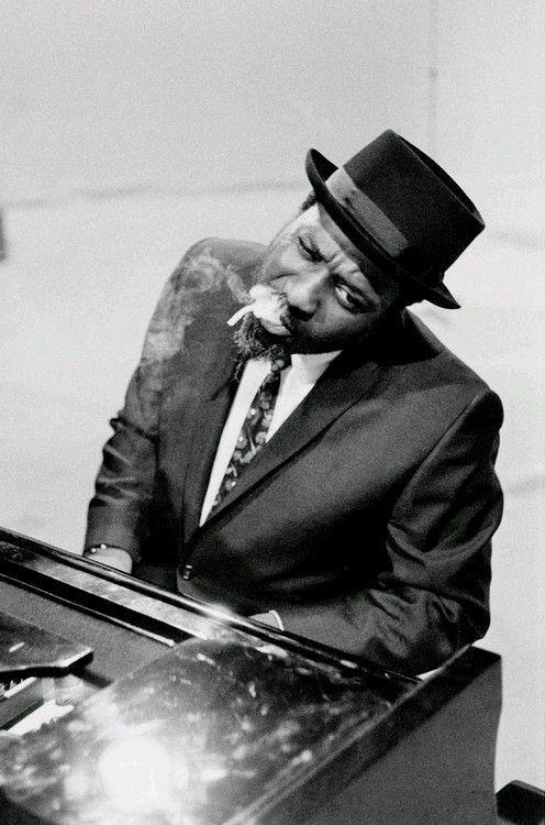 thelonious monk Especialmente recomendable a los amantes del jazz para intentar comprender, a través de su música, la extraña personalidad de este gran pianista y compositor.