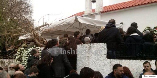 Κοσμοσυρροή και μπαλωθιές στην κηδεία του 20χρονου Βαγγέλη στο Σιλλί Ρεθύμνου