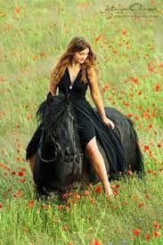 Risultati immagini per donna stivali cavallo
