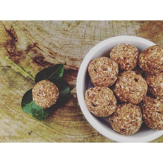 Raw Vegan Oat Dough Balls