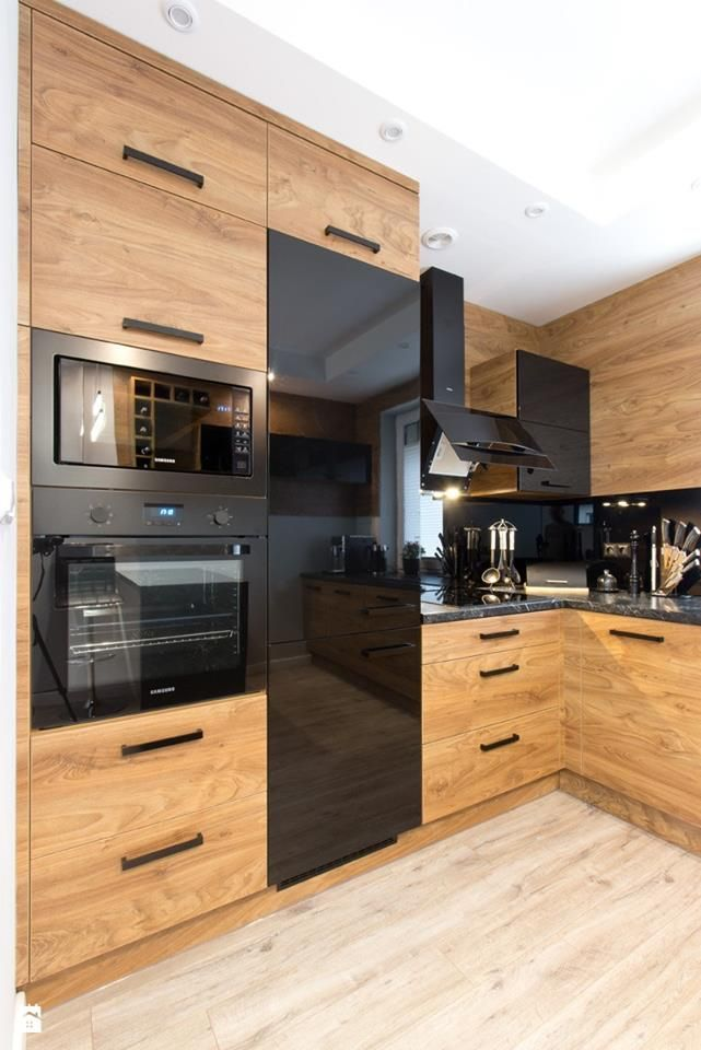 Modern two tone kitchen in wood and black high gloss