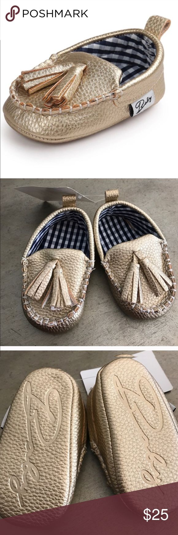 Gold baby moccasins nwt Adorable gold baby shoes! Brand new. Cute for both boys and girls. For baby's 0 to 6 months Shoes Moccasins