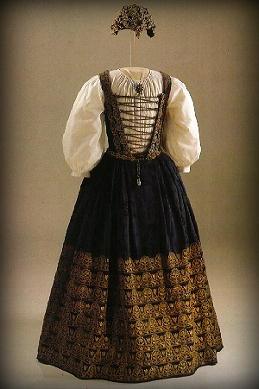 Gown of Katalin of Brandenburg, wife of Bethlen Gábor, prince of Transílvania. Hungarian National Museum