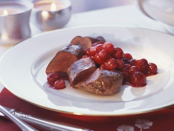 Hasenfilet mit Moosbeerensoße ist ein Rezept mit frischen Zutaten aus der Kategorie Hase. Probieren Sie dieses und weitere Rezepte von EAT SMARTER!
