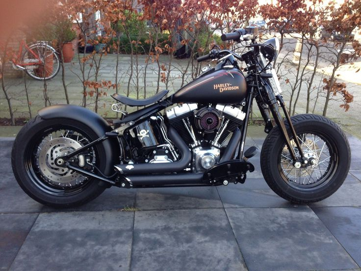 Harley Crossbones Custom Adjusted: rear swing arm fender, solo seat, license plate holder, tail light, turn signals, handlebar, air cleaner, exhaust, battery cover, mirror