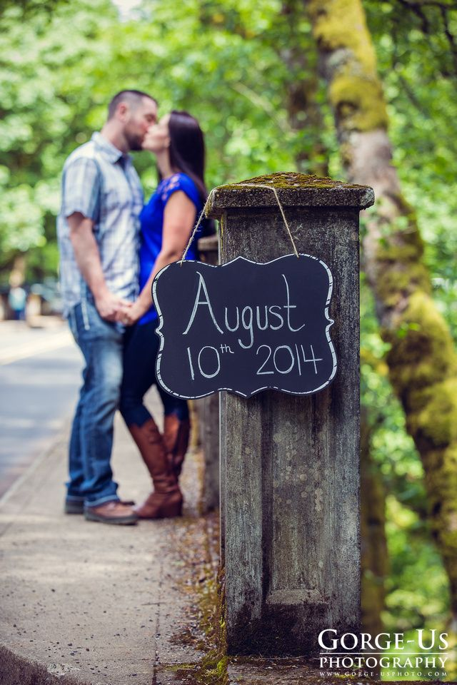 Engagement photo idea Save the date sign Engagement photo in the Columbia River Gorge  Photo by: Gorge-Us Photography Hood River Wedding Photographer www.gorge-usphoto.com