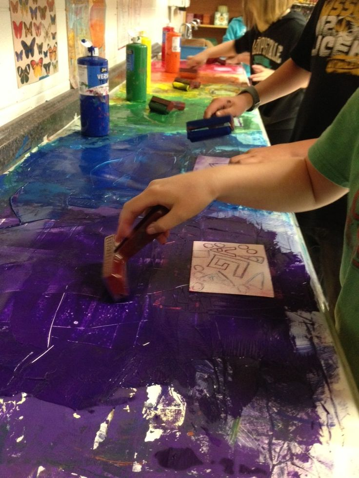 Very detailed post on how to organize middle school printmaking!