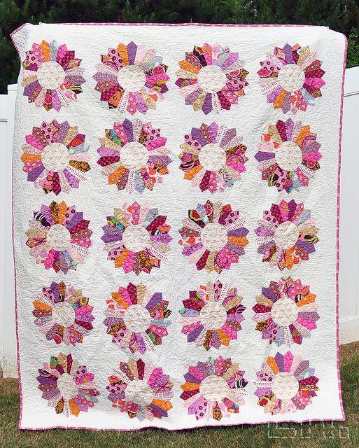 Beautiful Dresden quilt in pinks - swoon!