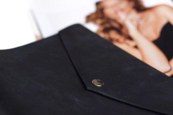 Купить кожаный блокнот на кольцах в Москве. Блокнот можно использовать как органайзер, планировщик или скетчбук. Вы можете приобрести его в магазине кожаных блокнотов ручной работы Ptaho