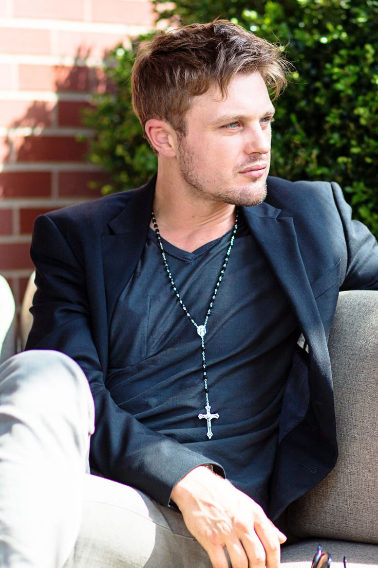Hot Guy/Cold Drink: Cocktails and Cross-Dressing With Michael Pitt - ELLE.com
