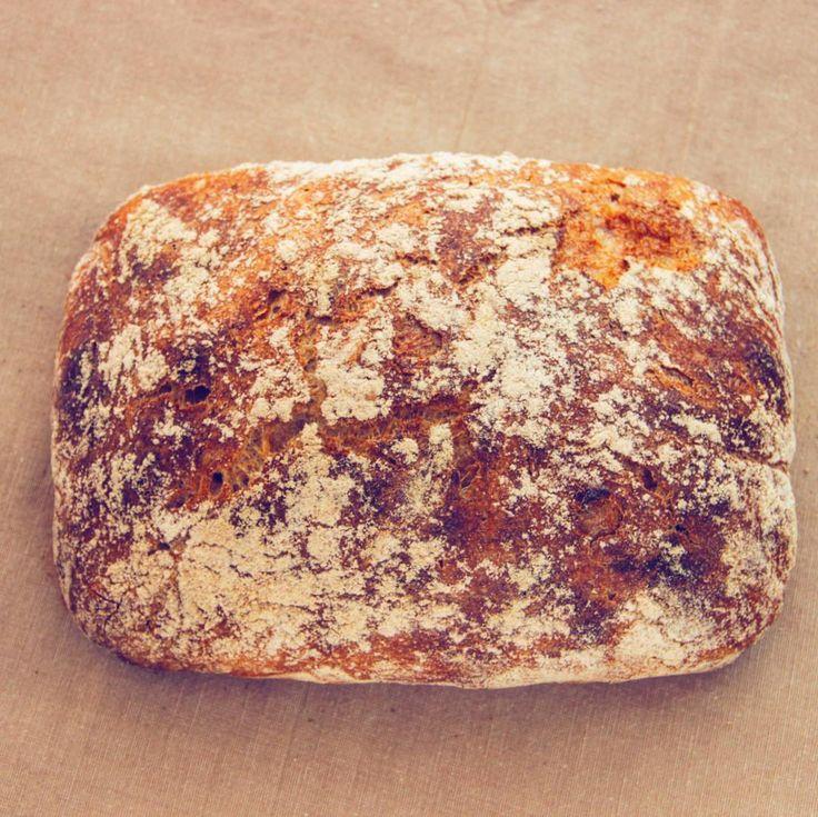 Цельнозерновая #чиабатта без замеса:-) хлеб без замеса - самый удачный выбор для домашнего хлебопечения, вот именно чтобы каждый день есть свой хлеб. Свежий, хрустящий и ароматный. Совершенно нетрудоемкий, а на выходе - совершенно офигительный:-) #готовимдома #домашняявыпечка #домашнийхлеб #хлеб #итальянскаякухня #homefood #homecooking #bread #wholewheatbread #italiancuisine #homebread #ciabatta #nokneadbread #vegetarian #vegan #пп  Рецепт 400 грамм муки, 8 грамм соли, треть чайной ложки…