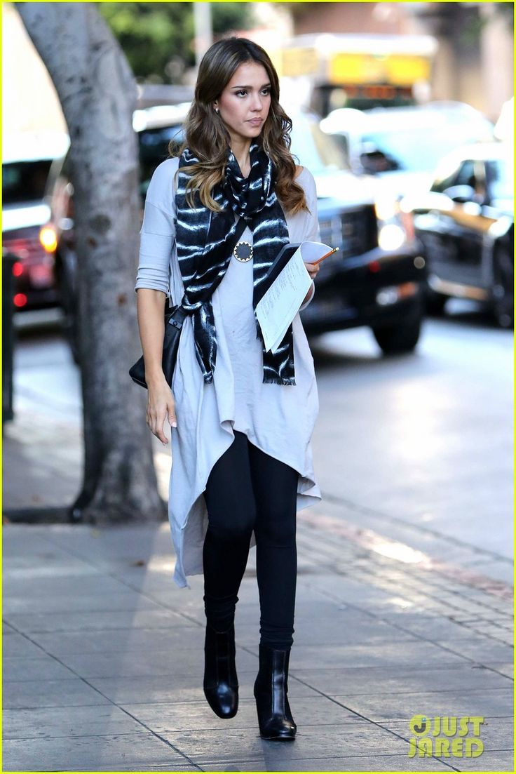 Jessica Alba Street Style Celebrity Fall Fashion Street Style Pinterest Scripts Comedy