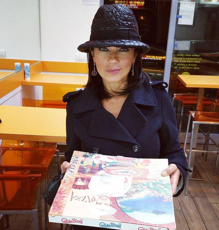 #AnaLauraRibas Ana Laura Ribas: Pizza d'asporto...