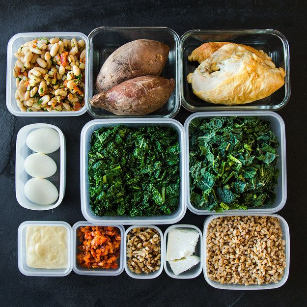 So, you spent some time on Sunday shopping and cooking for the week, and now you need to know exactly how to turn all of that food into 5 easy, portable lunches! | Here's How To Pack 5 Make-Ahead Healthy Lunches