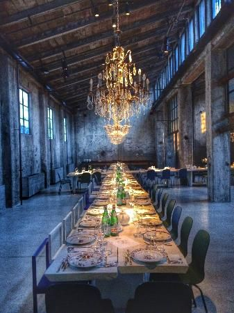 Carlo e Camilla in Segheria | An old sawmill was turned into a restaurant with a big table to accommodate the diners. Located in Milan
