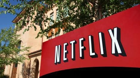 Now playing: Netflix movies are heading to theaters Read more Technology News Here --> http://digitaltechnologynews.com While some may blame Netflix for killing the movie theater business it appears that the company behind the streaming service is getting its own films in brick-and-mortar theaters before the year is out.  Netflix has just signed a deal with iPic Entertainment allowing Netflix to play original movies in iPic's chain of luxury theaters the same day they go online according to…