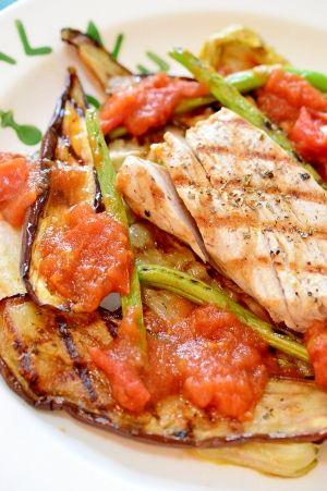 「レンジで簡単!魚グリルに合う☆和風トマトソース」簡単!まぐろと野菜のグリル 〜バジル風味〜(ID:1070030054)にかけたトマトソースです。旦那はトマトが嫌いないので、食べられるトマトソースにしました。【楽天レシピ】