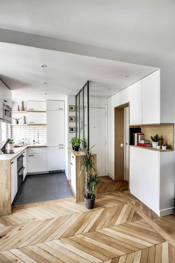 magnifique appartement avec sol en parquet clair murs blancs, idée déco pas cher