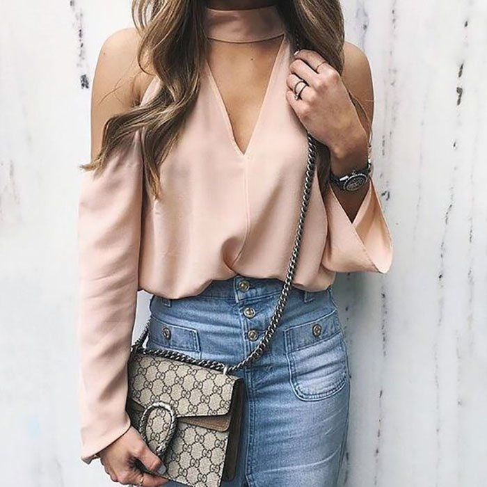 Una de las tendencias más lindas durante el verano 2016 fueel estilo de blusas sin hombros. El offshoulderse apoderó de todas las cuentas de Instagram entre nuestras bloggeras favoritas. Desde vestidos cortos, blusas y maxivestidos, la idea de mostrar los hombros combinó un estilo elegante y sensu
