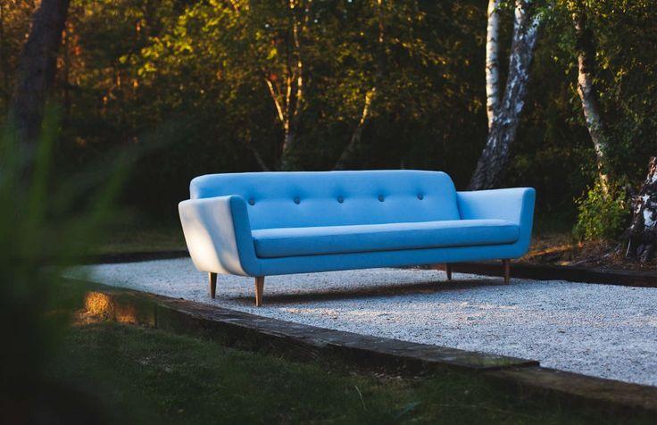 Sofa Otto to przykład nowoczesnego stylu i subtelnego designu. Niezwykle wyróżniają się długie nóżki, które dodają sofie elegancji i lekkości. Prosta forma tej kanapy idealnie pasuje do nowoczesnych pomieszczeń. Sofa wykończona jest w tkaninie, a w wypełnieniu użyto między innymi pianki wysokoelastyczne oraz włókna kulkowe. Fot. Sits