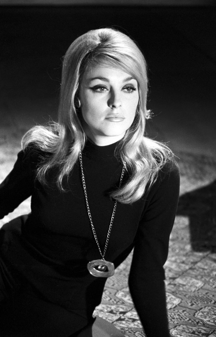 Sharon Tate on the set of Eye of the devil directed by J. Lee Thompson, 1966 film, 1960s, vintage