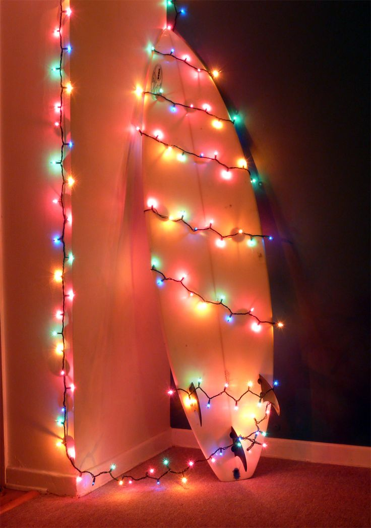 Surf board with Christmas lights. http://netoshapes.blogspot.com/