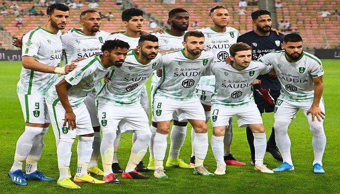 النادي الأهلي السعودي يعالج نجمه على الطريقة الفرنسية Football Soccer Soccer Field
