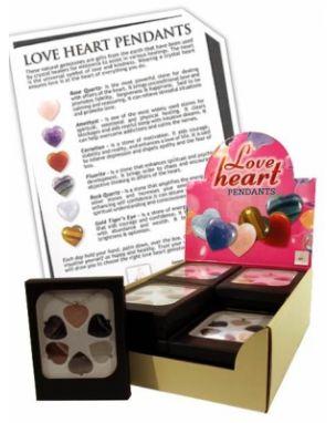 s hangertje Model  PI6150 Staat  Nieuw  Love Hearts hangertje, zeer zorgvuldig uitgezochte hartvormige halfedelstenen. Leuk om kado te geven aan iemand van wie je houdt!